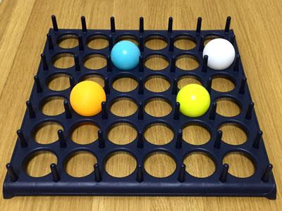 「バウンス・オフ!」4色のピンポン玉で4人プレイ