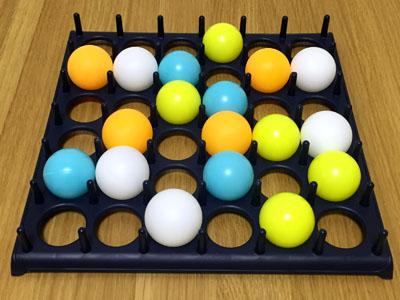 「バウンス・オフ!」4色のピンポン玉で4人プレイ③