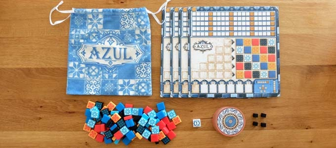 ボードゲーム『アズール(AZUL)』に入っているもの