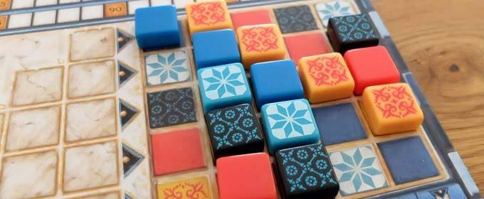 アズールは美しいタイルで王宮の壁を綺麗にするボードゲーム