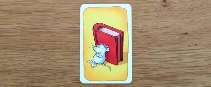 おばけキャッチのカード:「白いネズミ」と「赤い本」が写っている