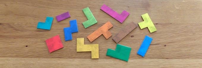 ウボンゴの内容物:パズルピースは「1セット12枚」が4人分入っている