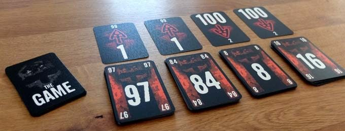 ザ・ゲームは、数字カードを大きい順や小さい順に置いていくカードゲーム