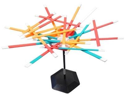 スティックスタックは「バネでグラグラ揺れる台の上に、スティックを乗せていく」というバランスボードゲーム