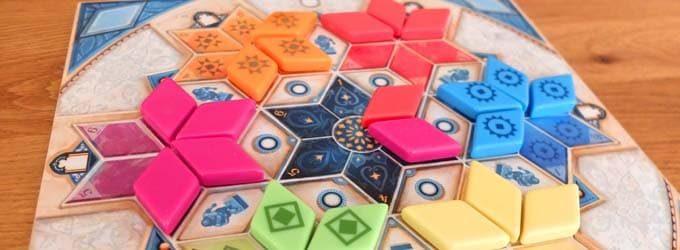 3人・4人で遊べるボードゲーム『アズール』の画像